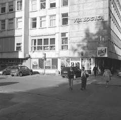Via Logica, Vilnius (nikolaijan) Tags: yashica yashicamat 124g kodak tmax400 120 film vilnius street oldvilnius bw