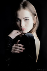 beauté (Moni E) Tags: portrait face beauté bella schönheit gesicht studio softbox women femal canon eosr rf2470mm indoor bestportraitsaoi