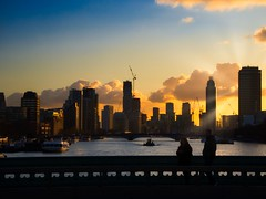 London skyline (PHOTOGRAPHY Toporowski) Tags: london greatbritain england uk sky evening mood abendstimmung themse fluss river national sunset light yellow city bridge brücke gelb orange