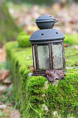 La lanterne (olivier.ghettem) Tags: paris france lanterne cimetière cimetièredupèrelachaise automne lantern graveyard cemetery autumn