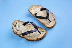 Tongs (isabelle.puaut) Tags: tongs bread creative