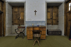 Writing room (JG - Instants of light) Tags: desk antiques furniture tiles architecture forgotten abandoned decay escrivaninha antiguidades mobília azulejos arquitetura esquecido abandonado decadência urbex exploraçãourbana fotografiaurbex fotografiadearquitetura lugaresesquecidos lugaresabandonados belezaabandonada urbanexploration urbexphotography architecturephotography forgottenplaces abandonedplaces abandonedbeauty nikon d5500 sigma 1020 portugal