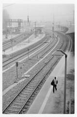 Winter fog (doc-harvey) Tags: hwschlaefer docharvey leica m3 kodak trix400 tx400 bw bwfp blackandwhite blancetnoir schwarzweis winter fog scan from print railway station bahnhof giessen film rangefinder leicam3summarit50mmf1 50mm old lens