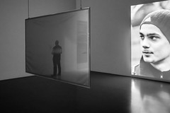 beholder (blende9komma6) Tags: hannover germany museum ricoh gr griii art kunst bw sw reflexion betrachter mensch screen spiegelung reflection people blick view look