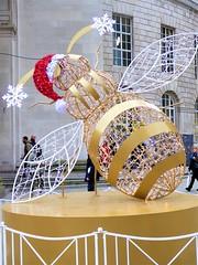 Christmas Bee (penelopephotoshop) Tags: manchester centrallibrary sculptures statue strart urbanenvironment urban urbanlandscape citycentre christmas