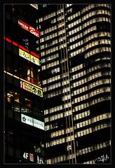 11ème jour / 11th day - Dans le quartier de la gare d'Ueno / In the area of Ueno Station - Tokyo (christian_lemale) Tags: tokyo ameya yokocho ameyoko nuit night immeubles buildings ueno 東京 日本