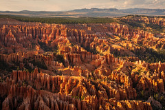 Bryce Canyon National Park   |   View from Bryce Point (JB_1984) Tags: brycepoint hoodoo geologicalformation rockformation colour orange canyon evening sunset light shadow nationalpark brycecanyonnationalpark brycecanyon utah ut usa unitedstates nikon d500 nikon500