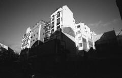Noviciado, Madrid (marioandrei) Tags: ilford hp5 contax g2 zeiss biogon t 2821mm kodak hc110 dilution b