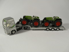 Siku Super №1840 → MAN TG-460 FENDT LOW LOADER w/ TRACTORS 1/87 China 2000's (Xerocomis) Tags: diecast siku germany super №1840 → man tg460 fendt low loader w tractors 187 china 2000's