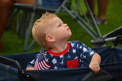 Watching the airplanes fly by (radargeek) Tags: libertyfest 2019 4thofjuly july parade edmond oklahoma ok summer kid child flag boy