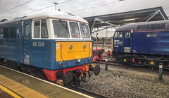 Waiting for work at Rugby (robmcrorie) Tags: 86259 57308 rugby station bay platform thunderbird duties class 86 57