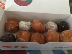 (ariele2001) Tags: dessert desserts donuts snack donut munchkin sweets snacks dunkin dunkindonuts munchkins