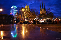 Reflection (r.wacknitz) Tags: erfurt thüringen reflection advent weihnachtsmarkt street urban blauestunde nightphotography nikond5600 tamron18200