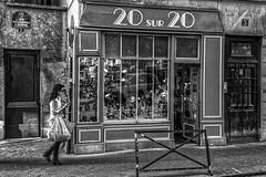 20 sur 20 (Lucille-bs) Tags: europe france iledefrance paris 1erarrondissement nb monochrome bw magasin femme passante 20sur20 rue trottoir ruedeslavandièressainteopportune