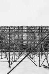Structure (Lionelcolomb) Tags: montréal québec canada structure symetric symétrie noirblanc noiretblanc blackwhite bw lines lignes sky snow neige ciel noir blanc black withe diagonale canon 1200d sigma apple imac adobe lightroom