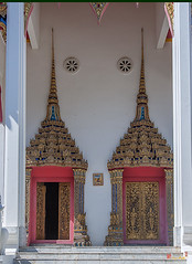 Wat Maneewanaram Phra Ubosot Entrance (DTHU0668) (Gerry Gantt Photography) Tags: scenic temple wat watmaneewanaram watmaniwanaram watpaanoi tambonnaimueang mueangubonratchathanidistrict ubonratchathani thailand วัดมณีวนาราม วัดป่าน้อย ประเทศไทย ตำบลในเมือง อำเภอเมืองอุบลราชธานี จังหวัดอุบลราชธานี