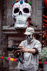 Autorretrato del muerto (hapePHOTOGRAPHIX) Tags: 484mex américadelnorte centrohistorico ciudaddeméxico distritofederal laciudaddeméxico mexico mexicocity mexiko mexikostadt museonacionaldelasculturas méxico nordamerika northamerica person ricohgriii dsplyys grau hapephotographix historicalcenter historischeszentrum museonacionaldelasculturasdelmundo