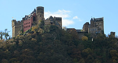 Schönburg Castle #5 (jimsawthat) Tags: flags castle medieval architecture river oberwesel germany rhineriver architecturaldetails