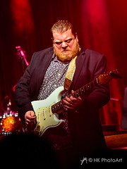 Danny Bryant (HK-PhotoArt) Tags: 2019 dannybryant kl danny bryant kaiserslautern kammgarn music stage band germany rock blues bluesrock bühne show concert light songs portrait people haraldkoch hkphotoart live musician event sound guitar bass vocals singer musik violet