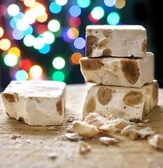 turron de almendras (MaRuXa fotografía) Tags: turron navidad casa vacaciones almendra trabajo luces bokeh colores dulce trocitos azucar postre familia fiesta canon maruxa