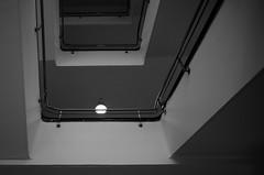 Stralsund, Krankenhaus am Sund - Treppenhaus (tom-schulz) Tags: ricoh grii monochrom bw sw rawtherapee gimp stralsund thomasschulz krankenhaus treppenhaus lampe geländer etagen