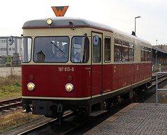 Approaching railbus (Schwanzus_Longus) Tags: german germany old classic vintage railroad railway narrow gauge railcar railbus hsb harzer schmalspurbahnen harz selketal talbot baureihe class br 187 quedlinburg