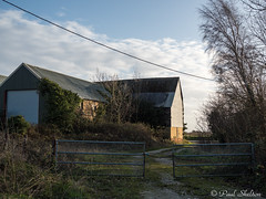 _C080030-2 (Paul_sk) Tags: paglesham essex farmland farm buildings