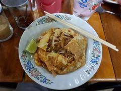 Egg-wrapped Pad Thai 1 (SierraSunrise) Tags: thailand phonphisai nongkhai esarn isaan food padthai egg restaurant dining chopsticks