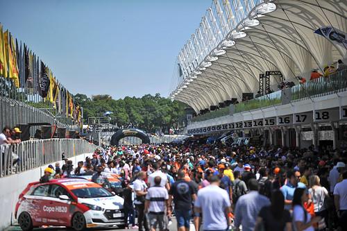 08/12/19 - Domingo de visitação aos boxes da Copa Truck em Interlagos - Fotos: Duda Bairros e Vanderley Soares