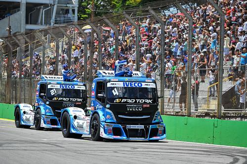 08/12/19 - A emoção do desfile dos pilotos da Copa Truck e Interlagos - Fotos: Duda Bairros e Vanderley Soares