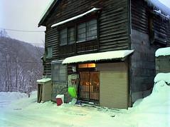 An old house in Horonai (threepinner) Tags: horonai mikasa hokkaidou hokkaido northernjapan winter mamiya m645 55mm f28 negative iso100 ektar selfdeveloped epson v700 幌内 三笠 北海道