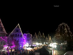 The Christmasmarket from Calw in the Black Forest (Tommysfotografie) Tags: dezember december winter notte noche nacht darknight night baum arbor arbre boom tree weihnachtsbeleuchtung kerstlichter christmaslight lights casas häuser houses huizen fachwerkhäuser vorweihnachtszeit 2advent europe europa tyskland allemagne germany duitsland deutschland badenwürttemberg stadtwanderung stadwandeling stadtswanderung stadt cityview citywalk city blackforest forêtnoir schwarzwald calw weekend markt market weihnachtsmarkt kerstmarkt christmasmarket