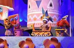 It's a Small World (jpellgen (@1179_jp)) Tags: 2019 disney waltdisney disneyworld magickingdom mickeysverymerrychristmasparty christmas party xmas holiday holidays fla florida south southern usa america travel nikon sigma 1770mm d7200 mickeymouse november autumn fall itsasmallworld