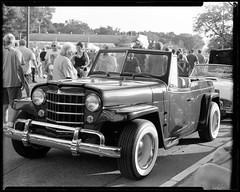 RHS07.01 (louis.r.zurn) Tags: peoplephotographer largeformat classiccars largeformatphotography kodaktrix 4x5camera expiredfilm kodakprofessional kodakfilm kodak 4x5 kodaktrix320 carshow 1950s hc110 homedeveloping