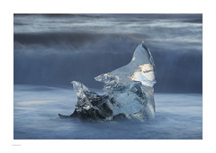 Iceland 2019 (Michael Fleischer) Tags: iceland landscape colour black beach sand gravel ice figure morning light sea wave foam icecrystal nikon d810 nikkor 70200mm f40 vr autumn blur pattern texture jökulsárlón diamondbeach fellsfjara