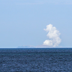 White Island erupts (XPinger (Chris Sutton)) Tags: pukehina whiteisland volcano eruption