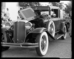 RHS07.03 (louis.r.zurn) Tags: kodak kodakfilm kodakprofessional 4x5 4x5camera expiredfilm kodaktrix kodaktrix320 largeformat largeformatphotography classiccars carshow chrysler prewar 1930s peoplephotographer hc110 homedeveloping