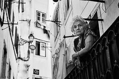 Frau auf Balkon (rainerneumann831) Tags: bw blackwhite street streetscene ©rainerneumann urban monochrome candid city streetphotography blackandwhite lisboa lissabon frau balkon