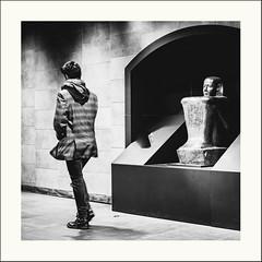 Des siècles vous contemplent (Napafloma-Photographe) Tags: 2019 architecturebatimentsmonuments bâtiments détailsarchitecturaux france géographie louvre métiersetpersonnages ouvragesdart paris personnes techniquephoto transports enseigne musée métro napaflomaphotographe photoderue photographe province quai quaidemétro statiue streetphoto streetphotography ville