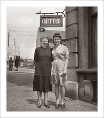 Fashion 0525-11 (Steve Given) Tags: socialhistory familyhistory fashion ladies women hairdresser