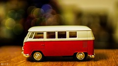Miniature - 7827 (✵ΨᗩSᗰIᘉᗴ HᗴᘉS✵85 000 000 THXS) Tags: vw toy miniature auto car macro bokeh red belgium europa aaa namuroise look photo friends be yasminehens interest eu fr party greatphotographers lanamuroise flickering challenge sony sonyilce7 sonyrx10m3