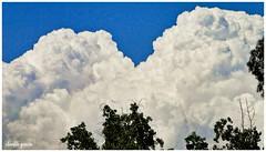 Emanaciones atmosféricas / Atmospheric emissions (Claudio Andrés García) Tags: nubes clouds cielo sky skyscape primavera spring naturaleza nature fotografía photography shot picture cybershot flickr
