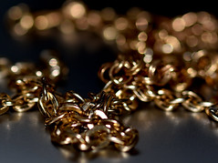 Gold (Dreaming of the Sea) Tags: macromondays nikond7200 tamronsp90mmf2811macro gold chain bokeh reflections silver depthoffield dof 2019