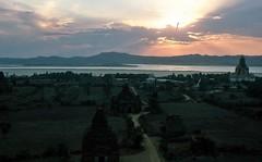 Sonnenuntergang in Bagan am Irrawady (walter 7.8.1956) Tags: 1981 burma asien myanmar bagan irrawady pagode tempel fluss