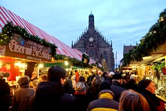 NÜRNBERG - CHRISTKINDLESMARKT & FRAUENKIRCHE (Maikel L.) Tags: europe europa deutschland alemania germany allemagne bayern bavaria franken franconia nürnberg nuremberg weihnachtsmarkt christkindlesmarkt mercadodenavidad christmas christmasmarket frauenkirche atmosphere weihnachten weihnachtlich xmas ألمانيا hauptmarkt advent navidad noël marchédenoël market mercado markt marché