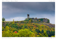 Château de Mardogne [Cantal] (BerColly) Tags: france auvergne cantal neussargues joursac ruines chateau castle automne autumn couleurs colors arbre trees feuillage foliage paysage landscape bercolly google flickr