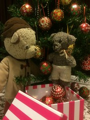 Paddington and Scout Decorate the Christmas Tree 3. (raaen99) Tags: paddington paddingtonbear paddybear paddy teddy teddybear bear softtoy vintage toy vintageteddy vintageteddybear vintagetoy handmade softie plush cute cuddly soft scout scoutbear knitting knitted knittedtoy fairtrade fairtradebear scouthouse christmas2019 christmas sequincoveredchristmasbauble sequincoveredchristmasball handmadechristmasbauble handmadechristmasball handmadechristmasgift gift christmasgift bauble ball christmastheme christmasthemed ribbon christmasbauble christmasball christmastree christmasdecoration handbeaded handsequined decoration sequin pin seasonsgreetings merrychristmas star starsequin tree