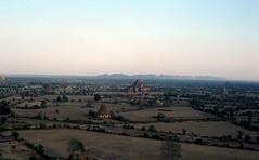 Blick über die ebene von Bagan zu den Bagan Hills (walter 7.8.1956) Tags: 1981 myanmar bagan burma asien pagoden tempel