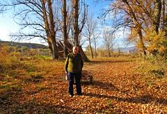 El hortelano (kirru11) Tags: paisaje otoño persona huertas árboles carro montes cielo quel larioja españa kirru11 anaechebarria canonpowershot