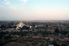 Nur einige der über 2000 Tempel und Pagoden von Bagan (walter 7.8.1956) Tags: 1981 asien burma myanmar bagan tempel pagode